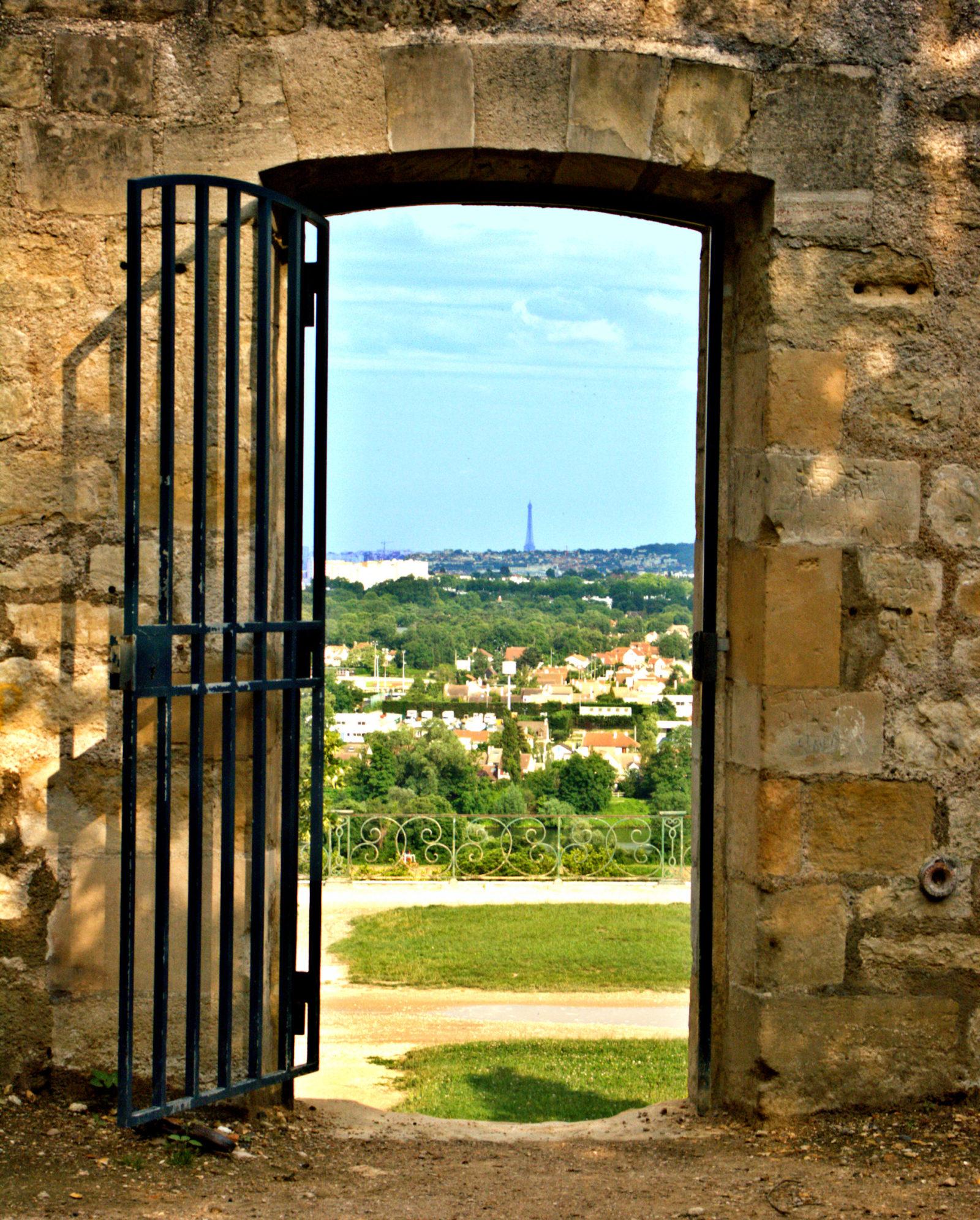 Gated doorway in Saint Germain en Laye outside Paris & Doorway Photos - May 2017- Week of the 22nd to 26th - A Writeru0027s Site